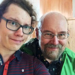 Toimittaja Jani Tanskanen ja tähtitieteilijä Esko Valtaoja