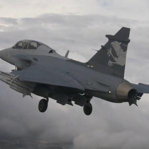Jas Gripen NG ilmassa lentonäytöksessä 2016.