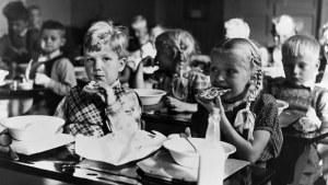 Kouluaamiainen helsinkiläisessä kansakoulussa 1949-50