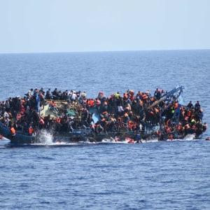 Båt med flyktingar kapsejsade utanför Libyen