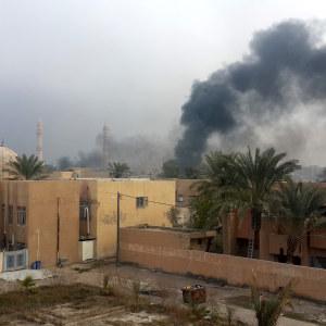 Det irakiska flygvapnet har bombat Fallujag massivt inför offensiven. Enligt stadsborna har civila bostadsområden bombats urskiljningslöst