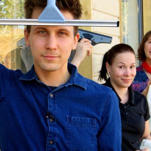 Kolme kovaa ikkunanpesijää: Jaakko Laasanen, Heli Halava ja Soile Sydänmäki.