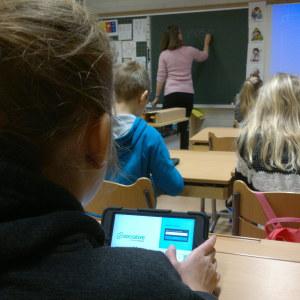 I S:t Karins svenska skola har alla elever en egen pekplatta
