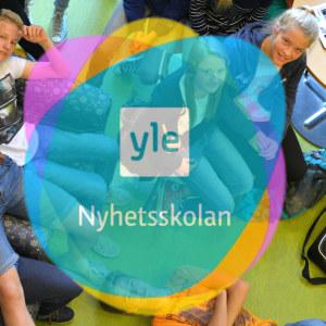 Yle Nyhetsskolans logo.