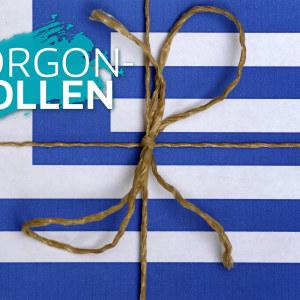 Greklands flagga med ett snöre och en rosett så att den ser ut som ett paket.