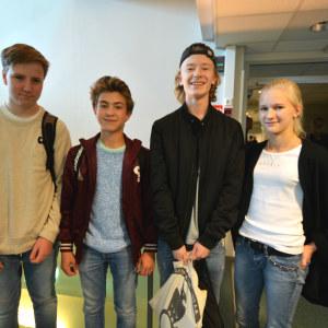 Andreas Schröder, Atte Ehrnrooth, Oscar Mikola och Isabella Nevanlinna i Mattlidens skola.