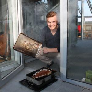 Carl-wilhelm stenman tillreder rökt lax