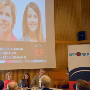 Anna-Maja Henriksson, Ida Schauman och Anders Adlercreutz under partiledardebatten i Vasa.