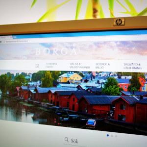 Datorskärm med Borgå stads webbplats öppen