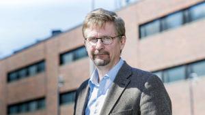 Professor Markus Jäntti utanför Economicum