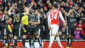 Leicester åkte på en utvisning efter en knapp timme mot Arsenal.