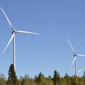 Två vindmöllor