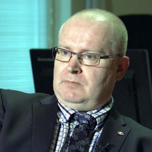 Jari Lindström är arbetsminister och sannfinländare.