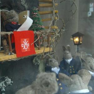 Julfreden utlyses på julafton i Åbo, i Raunistula dockhusentusiasters version.