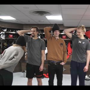 Sonja doftar i hockey-spelares armhålor