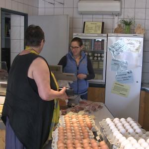 I familjen Wagners butik i Gustenfelden säljs ägg och mjölkprodukter.