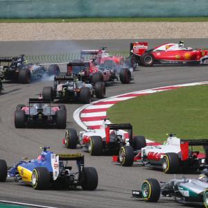 Första kurvan i Shanghais F1-GP 2016.