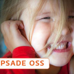 Barn håller för öronen.