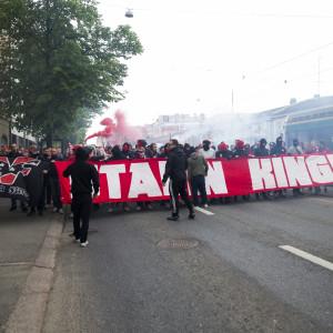 HIFK:s fotbollsfans inför HJK-derbyt, maj 2016.