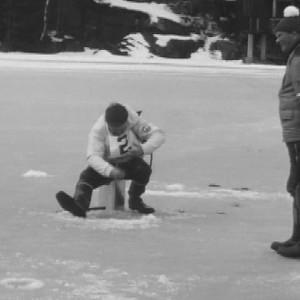 Seurataan pilkkimaaottelua vuonna 1973.