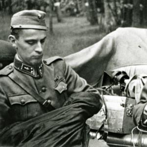 Tiedotuskomppananian elokuvaaja Felix Forsman (vas.) ja tk-valokuvaaja Kalle Sjöblom kesäkuussa 1942.