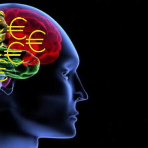 poikkileikkaus ihmisen päästä, aivot ajattelevat rahaa
