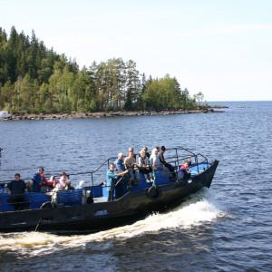 Matkustajavene venäläisellä järvellä (Laatokka?)