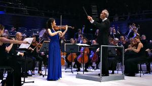Radion sinfoniaorkesteri soittaa Sibeliuksen musiikkia juhlakonsertissa