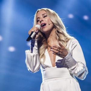 Krista Siegfrids Uuden Musiikin Kilpailun finaalissa.