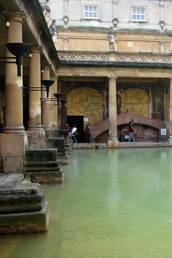 Roonmalainen kylpylä, Bathin kaupunki