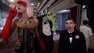 Graham Chapman, vihreä norsu ja Terry Jones elokuvassa Monty Python – Elämän tarkoitus