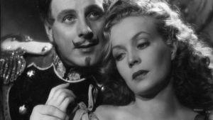 Romanttinen elokuva En ole kreivitär kertoo muotiliikkeen neidosta, joka vaihtaa roolia kreivittären kanssa.