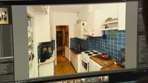 Ismo Puustinen valokuvasi asuntonsa esittelykuvat itse.