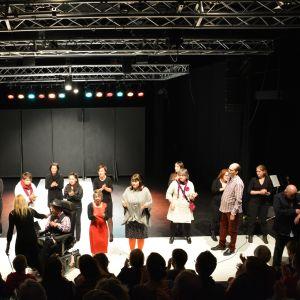 Funki Models på scenen.