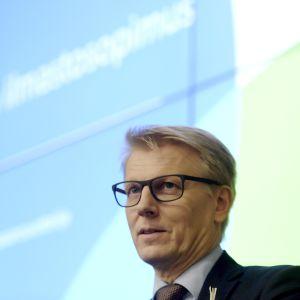 Miljöminister Kimmo Tiilikainen, C