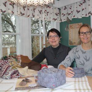 Eliisa Riikonen och Auri Norrman vid Åbolands hantverk