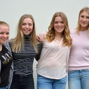 Filippa Sandberg, Mathilda Syrenius, Amelia Kvist och Ellen Linde, praoelever från Borgaregatans skola.