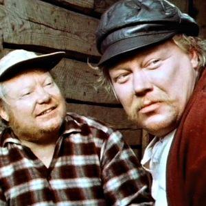 Mikko Nousiainen ja Toivo Tuomainen Rauni Mollbergin tv-elokuvassa Siunattu hulluus.