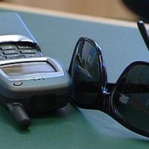 WAP-puhelin ja aurinkolasit