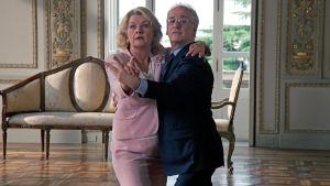 Saskia Vester ja Toni Servillo elokuvassa Eläköön vapaus