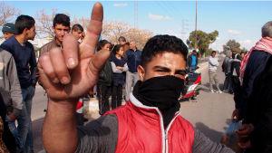 Nasrallahin kylässä kapinoitiin tammikuussa 2016. Nuorisotyöttömyys ja köyhyys piinaavat edelleen arabikevään ainoaa menestyjää Tunisiaa.