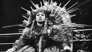 Sopraano Leontyne Price Kleopatrana Samuel Barberin oopperassa Anthony and Cleopatra.