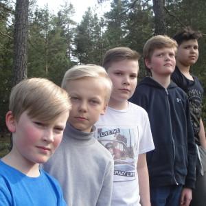 The Puffets är f.v.  Lucas Norrholm, Julius Långbacka, Oliver Granberg, Viktor Westerlund, Zacharias Olin. De deltar med låten Se mig