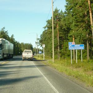Bilar på riksväg 25 i Raseborg vid övervakningskameran i Horsbäck.