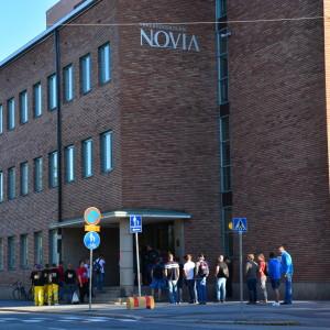 Studerande utanför Novia.