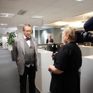 President Toomas Hendrik Ilves har dj-keikka i Helsingfors den 28.4.2016. Här intervju på Yle