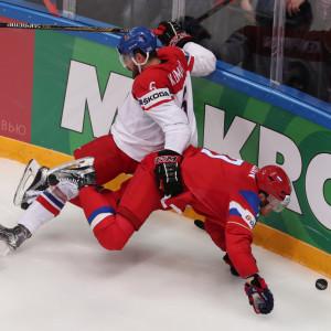 Rysslands Ivan Telegin (till höger) mot Tjeckiens Petr Koukal Michal Kempny i VM 2016..