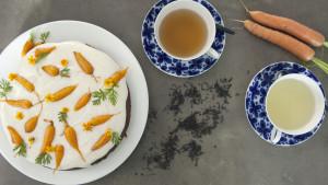 Morotskaka med grönt och svart te.