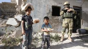 Nödhjälp når barn i Aleppo-området i Syrien.