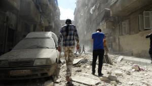 En gata i den rebellkontrollerade stadsdelen Kalasa i Aleppo efter en flygräd torsdagen 28.4.2016
